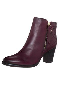 Elegant rød ankelstøvle fra Tamaris