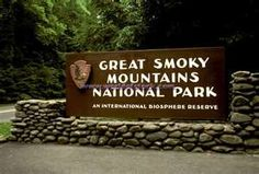 Beautiful moutain scenic views....a must see! The Smokey Mountains !