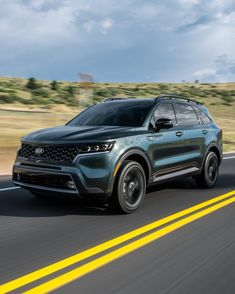 The 2021 Kia Sorento will feature a more luxurious new interior, as well as a hybrid engine option, and it looks absolutely fantastic. Automotive News, Automotive Industry, Dinosaur Pictures, Kia Sorento, Thug Life, Engine, Cars, Luxury, Wallpaper