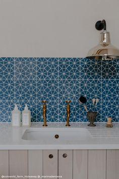 Devol Kitchens, Splashbacks For Kitchens, Diy Kitchens, Blue Tiles, Blue Kitchen Tiles, Modern Kitchen Tiles, Kitchen Contemporary, Geometric Tiles, Patterned Kitchen Tiles