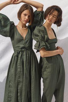 Estilo Jackie Kennedy, Mode Abaya, Mode Chic, Fashion Outfits, Womens Fashion, Gothic Fashion, Steampunk Fashion, White Fashion, Unique Fashion