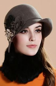 CLOCHE HAT - We have some lovely hats just like this in our Market - St. Retro Mode, Mode Vintage, Fancy Hats, Cute Hats, Sombreros Cloche, Cloche Hats, Stylish Hats, Flower Hats, Love Hat