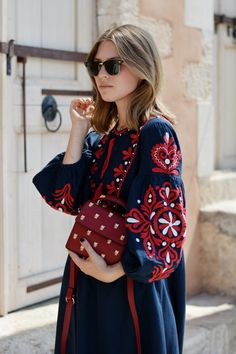 offwhiteswan-swantjesoemmer-rayban-clubmaster-ethnodress-zara-red-darkblue-crossbodybag-insects