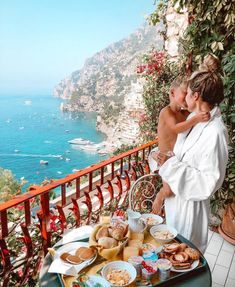 Italy you are easily my favorite country in the world! Also made a new mobile preset for all our Amalfi Coast pics! Cute Family, Family Goals, Family Life, Baby Family, Future Mom, Future Goals, Eden Rock, Hello Fashion Blog, Jolie Photo