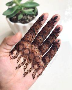 Finger Mehendi Designs, Henna Tattoo Designs Simple, Basic Mehndi Designs, Legs Mehndi Design, Stylish Mehndi Designs, Latest Bridal Mehndi Designs, Henna Art Designs, Mehndi Design Pictures, Mehndi Designs For Girls