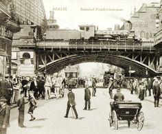 um 1900 Berlin - Friedrichstraße beim Bahnhof Friedrichstraße