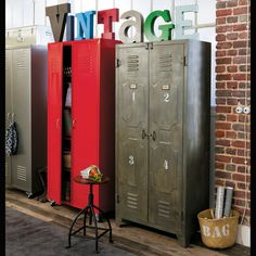 Metal locker closet W - Loft Metal Industrial, Industrial Bedroom, Industrial Style, Industrial Interiors, Locker Furniture, Cool Furniture, Metal Storage Cabinets, Locker Storage, Single Wardrobe