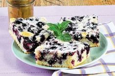 Kefírový koláč s borůvkami