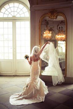 Ein schönes Hochzeitskleid und eine schöne Aufnahme im Schloss in Ludwigsburg. Mermaid Wedding, Wedding Dresses, Fashion, Dress Wedding, Bridal Gown, Nice Asses, Bridal Dresses, Moda, Bridal Gowns