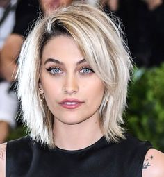 Congrats are in order for Paris Jackson, who looks amazing on the cover of 'VOGUE' Australia's July 2017 issue. Shaggy Bob Hairstyles, Haircuts For Fine Hair, Cool Haircuts, Boys Haircuts 2018, Teen Haircuts, Paris Jackson, Medium Hair Cuts, Short Hair Cuts, Medium Hair Styles