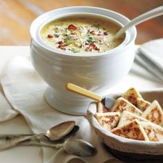 Michael Smith's Favourite Maritime Seafood Chowder Love Michael and his truly Canadian food. Fish Chowder, Chowder Soup, Chowder Recipes, Soup Recipes, Cooking Recipes, Budget Recipes, Canadian Living Recipes, Canadian Food, Gourmet