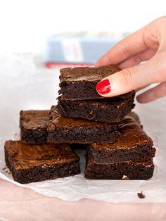 Världens godaste brownies | Brinken bakar Blondie Brownies, Best Brownies, Fudge Brownies, No Bake Desserts, Delicious Desserts, Grandma Cookies, My Dessert, Greens Recipe, Piece Of Cakes