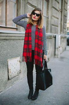 Calça preta+blusa listrada+lenço xadrez