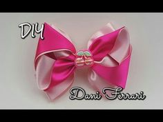 LAÇO DE FITA DE CETIM - TUTORIAL PASSO A PASSO - RIBBON BOW HAIR - Dani Ferrari. - YouTube Kanzashi Tutorial, Bow Tutorial, Ribbon Hair Bows, Girl Hair Bows, Christmas Mesh Wreaths, Bow Wow, Headband Hairstyles, Headbands, Craft Projects