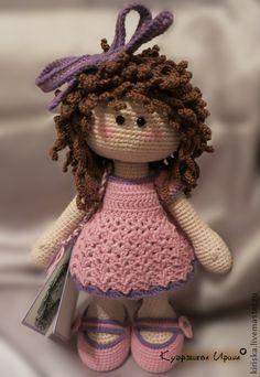 Pueblos hechos a mano.  Masters Feria - hecho a mano de la muchacha hecha punto del grano .. hecho a mano.