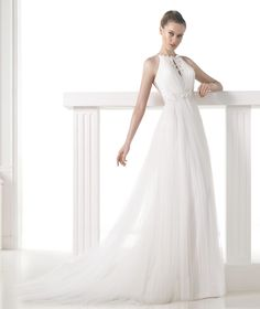 MELIT - Vestido de noiva decote halter com abertura. Pronovias 2015 | Pronovias