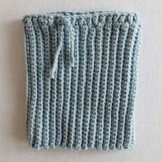 There are many mobile phone case but I find that this pattern is practical where you can use this as a phone case as well a beautiful handheld case or bag which you can fit your reading glasses or a purse of a bag. Love Crochet, Crochet Hooks, Crochet Designs, Crochet Patterns, Crochet Phone Cases, Crochet Mobile, Crochet Backpack, Easy Crochet Projects, Sport Weight Yarn
