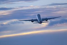 Commercial airplane climbing after take off by Greg Bajor, via Flickr