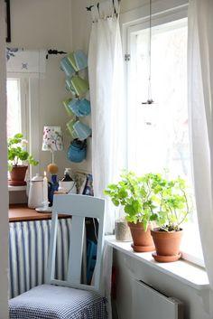 Pikkutalon elämää: Pikkutalon keittiössä Cottage, Curtains, Home Decor, Windows, Blinds, Decoration Home, Room Decor, Cottages, Draping
