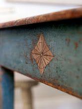 Lovely detail and texture Swedish Decor, Swedish Style, Swedish Design, Scandinavian Design, Vintage Furniture, Painted Furniture, Diy Furniture, Painted Wood, Vintage Decor