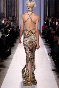 Zuhair Murad ss 2013 @}-,-;-- Longue robe sirène haut col en tulle nacre entièrement brodée d'arabesques baroques, croisée dans le dos.