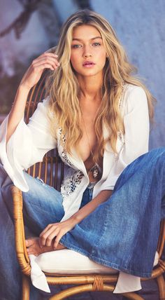 We revisit the most iconic Guess Girls through the years, from Anna Nicole Smith and Claudia Schiffer to Gigi Hadid. Gigi Hadid Guess, Gigi Hadid 2014, Boho Fashion, Girl Fashion, Womens Fashion, Estilo Gigi Hadid, Gigi Hadid Outfits, Gigi Hadid Photoshoot, Business Casual Jeans
