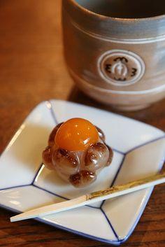 京都・一保堂茶寮 豆と金柑の和菓子と抹茶 Wagashi