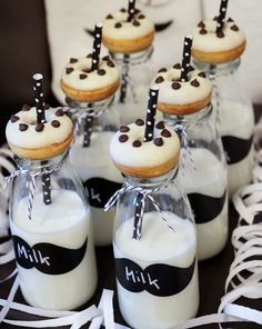 Tassenkuchen - Bäckerei: Mustache - Baby Shower Party: Sweet Table und Deko
