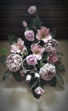 Kompozycja nagrobna 2017 wyk. Sylwia Wołoszynek Grave Flowers, Funeral Flowers, Grave Decorations, Flower Decorations, Modern Floral Design, Garden Workshops, Funeral Flower Arrangements, Diy Wreath, Flower Art