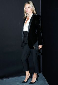 Kate Moss attends the Saint Laurent show as part of the Paris Fashion Week Womenswear Fall/Winter on February 2019 in Paris, France. Get premium, high resolution news photos at Getty Images Fashion Week Paris, Estilo Kate Moss, Kate Moss Stil, Gamine Style, Kendall Jenner Style, Kylie Jenner, Celebrity Outfits, Celebrity News, Celebrity Style