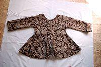 Back of 1740 short gown. http://www.durantextiles.com/newsletter/documents/news_7de_07.aspNewsletter no. 7-2007
