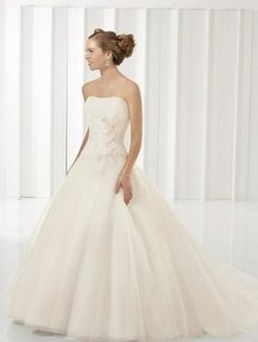 A-Line/Princess Strapless Chapel Train  wedding dress for brides 2010 style(WDE0030)