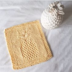 Free Pattern: Pineapple Washcloth 2 – Knittle and Pearl Knitted Dishcloth Patterns Free, Knitted Washcloths, Knit Dishcloth, Knitting Patterns Free, Knit Patterns, Free Pattern, Easy Knitting, Knitting Stitches, Pineapple Crochet