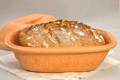 Brot backen im Römertopf Thermomix vegan Brot backen im Römertopf Thermomix vegan Homemade Focaccia Bread, Focaccia Bread Recipe, Rye Bread, Bread Recipes, Cooking Recipes, How To Cook Pasta, How To Cook Chicken, La Marmite, Savarin