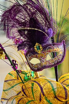 Happy Mardi Gras! I made this centerpeice for our annual Mardi Gras party.