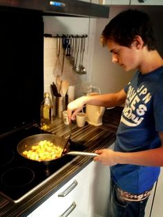 Martin Garrix such a cutie, he can make me breakfast any day..hehe