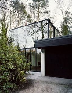 The Belgian designer Veronique Branquinho, clearly loves modernism. Do you like modernist architecture? Click on the picture!