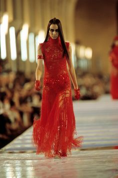 Christian Dior Fall 1999 Couture Fashion Show