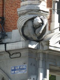Man finding himself in a truly awkward position on corner of building in Brussels Belgium Gothic Architecture, Architecture Details, Gothic Gargoyles, Dragons, Statues, Architectural Sculpture, Ange Demon, Brussels Belgium, Monuments