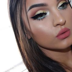 @makeupgeekcosmetics eyeshadow in 'Creme Brulee' & 'Cocoa Bear' in my crease @bhcosmetics 88 shimmer palette on my lid and lower lashline @anastasiabeverlyhills dipbrow pomade in 'Ash brown' & 'That glow' glow kit @hudabeauty @shophudabeauty Lashes in 'Raquel' @thebalmeu Liquid lipstick in 'Committed'