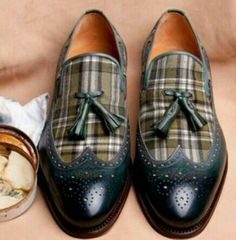 Now this is an interesting twist. Kind of like loafers meets wing tips meets spats. I think I like them. They have attitude!