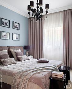 Гостевая спальня. Кровать Balcosta. Люстра Shuller. сочетание дополнительных цветов пастельная тонольность. Нежно голубой+бежево-коричневые, лилово-коричнвые