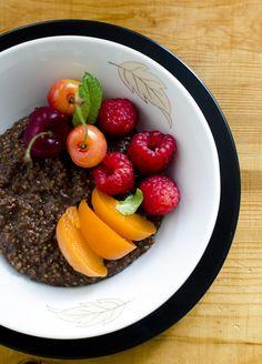 Czekoladowa kasza jaglana z owocami na śniadanie | Make It Tasty It, Acai Bowl, Cook, Breakfast, Recipes, Acai Berry Bowl, Morning Coffee, Food Recipes, Rezepte