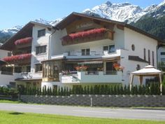 Appartement Pension St. Sebastian Pettneu am Arlberg Just 300 metres from Pettneu's village centre, Appartement Pension Sankt Sebastian offers classically furnished rooms and apartments, as well as a large garden and a spa area. The ski slopes of St. Anton are a 10-minute drive away.