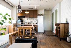 2面採光で明るい室内。家具は造り付けにせず、自由に動かしてレイアウトを変えられるようにした。