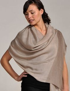 Styling Guide: How to wear a Pashmina. If you don't know what it is, you'll want to take a look at all of these different ways to wear this accessory #Pashmina