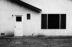 Title: Tract House no. 13 (1971) (from the series The Tract Houses) gelatin silver print 6 x 9 inch / 14 x 22 cm /// Artist: Lewis Baltz (1945-2014) /// Country: U.S.A. /// Next to Bernd and Hilla Becher, Stephen Shore and Henry Wessel, Lewis Baltz is one of the most prominent representatives of the New Topographics movement, which was seminal to the development of conceptual photography (...) /// http://www.galeriezander.com/en/artist/lewis_baltz