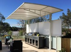 Cantilever Structures by Pioneer Shade Structures. Customised Pergola Solutions for your home or business. Pergola Carport, Cheap Pergola, Wooden Pergola, Pergola Patio, Pergola Plans, Pergola Ideas, Backyard, Carport Designs, Pergola Designs