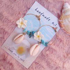 タカラガイ×プルメリア フープmix   beach shop N.s Ocean Jewelry, Shell Jewelry, Shell Necklaces, Cute Jewelry, Diy Jewelry, Jewelry Gifts, Jewelry Accessories, Jewelry Making, Recycled Jewelry
