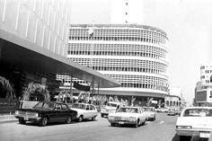 شارع الرشيد (قرب الشورجة ) .. بناية البنك المركزي و بناية مصرف الرافدين  * صورة توثيقية جميلة تعود الى منتصف الستينات .. اضغط على الصورة لتكبيرها